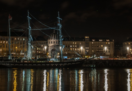 Nantes by night